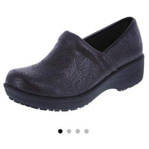SafeTStep Slip Resistant Black Gretchen Clog 9